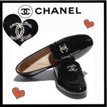 CHANEL ICON Round Toe Casual Style Plain Leather Loafer & Moccasin Shoes