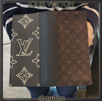 Louis Vuitton BRAZZA Monogram Unisex Calfskin Canvas Street Style Bi-color