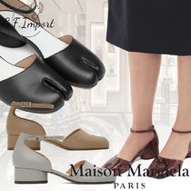 Maison Margiela Tabi Round Toe Plain Leather Logo Kitten Heel Pumps & Mules