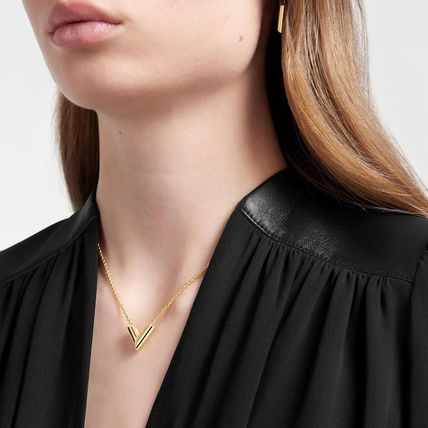 Louis Vuitton Essential V Supple Necklace
