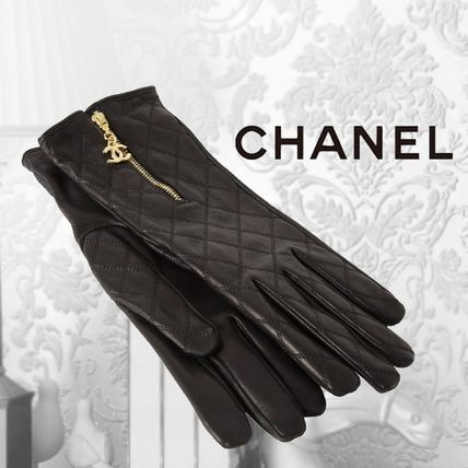 CHANEL Plain Leather Logo Leather & Faux Leather Gloves