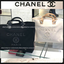 CHANEL DEAUVILLE Shopping Bag