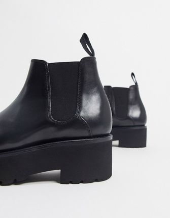 Round Toe Casual Style Leather Chelsea Boots
