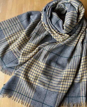 Johnstons light weight Large Cashmere Scarve