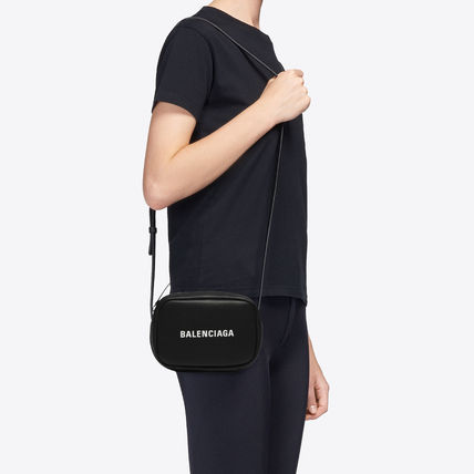 BALENCIAGA EVERYDAY TOTE Casual Style Calfskin Street Style 3WAY Plain Leather