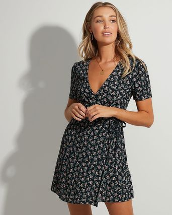 Short Flower Patterns Casual Style A-line Flared V-Neck