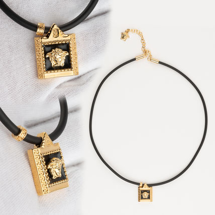 VERSACE Unisex Street Style Necklaces & Chokers