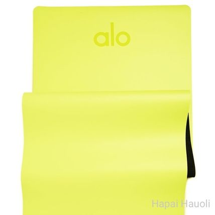 ALO Yoga Street Style Khaki Icy Color Activewear Mats
