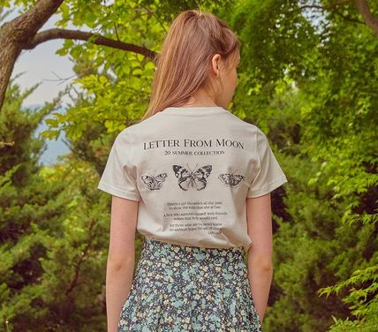 LETTER FROM MOON Street Style T-Shirts