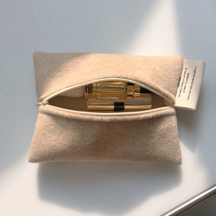 VEDA Logo Plain Street Style Pouches & Cosmetic Bags