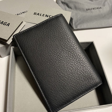 BALENCIAGA EVERYDAY TOTE Unisex Leather Folding Wallet Logo Card Holders